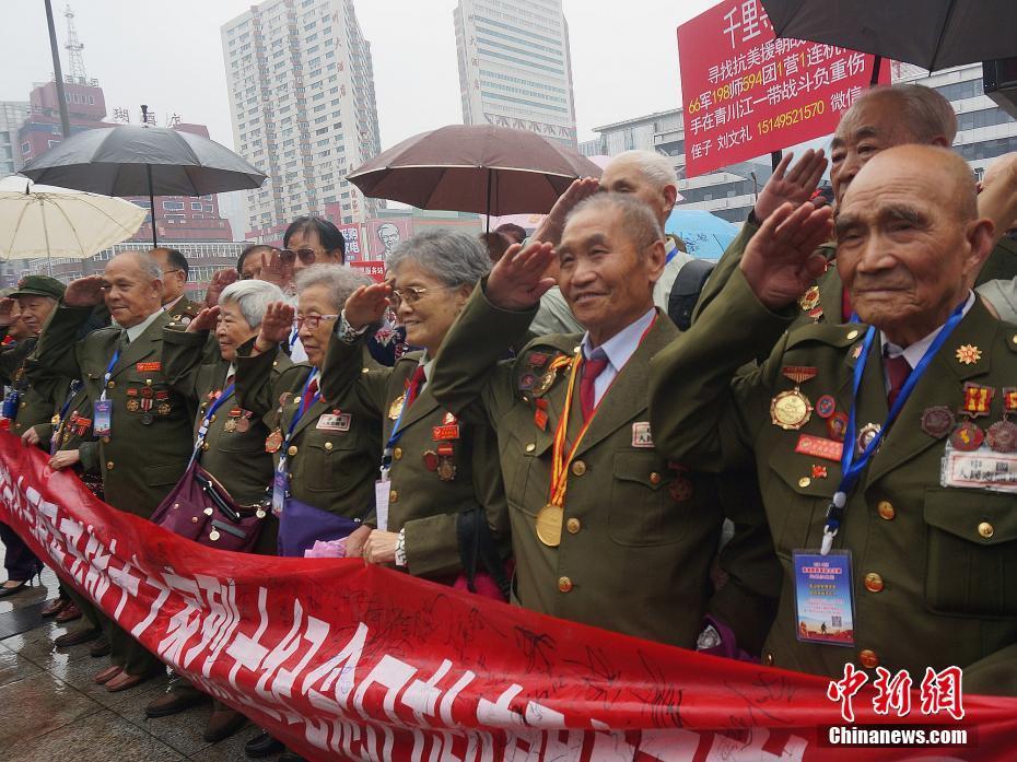 抗美援朝老兵赴朝鲜扫墓