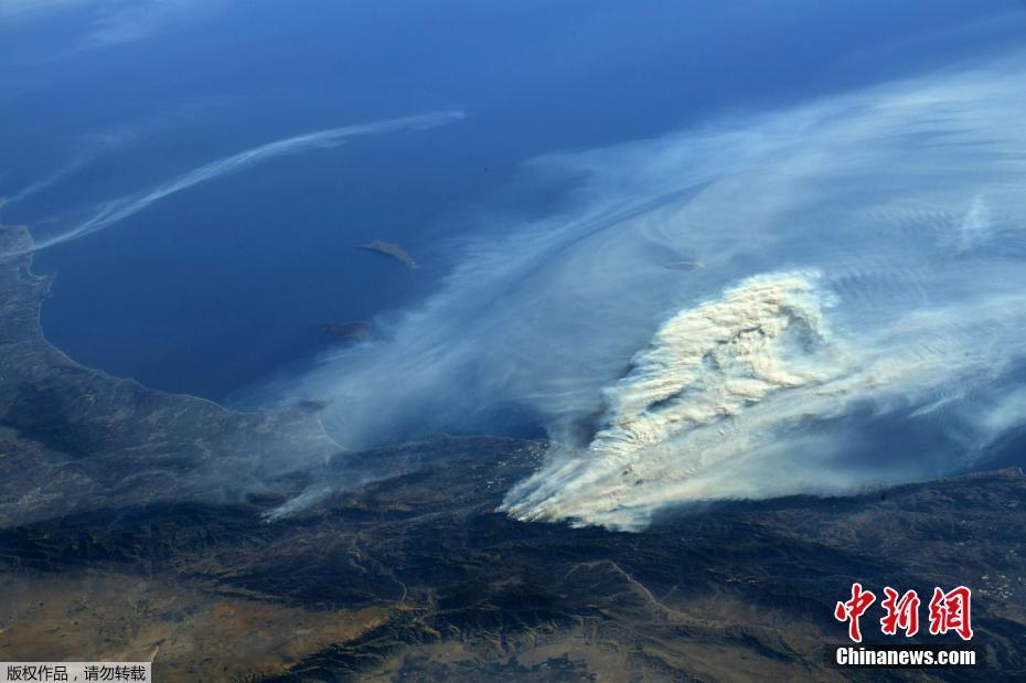美国加州森林大火持续 国际空间站拍到浓烟图片