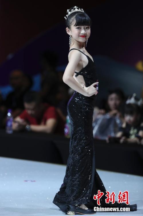 中国超级童模精英赛总决赛在重庆举行 百余萌娃登台亮相