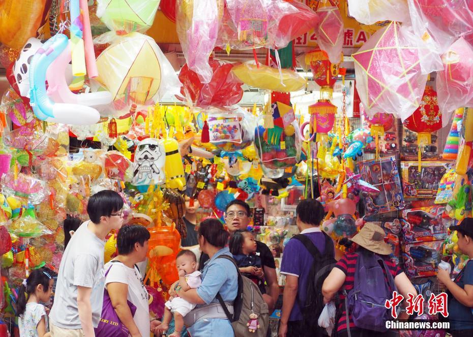 中秋佳节将至 香港花灯应节热卖