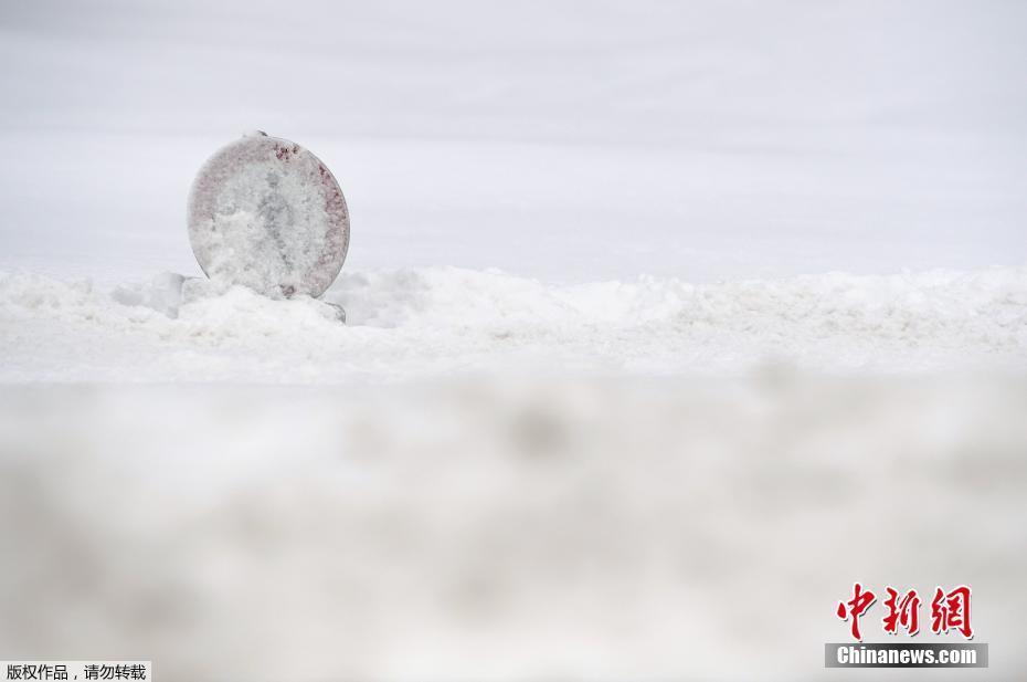 欧洲多地遭暴雪袭击 房屋被埋积雪成灾