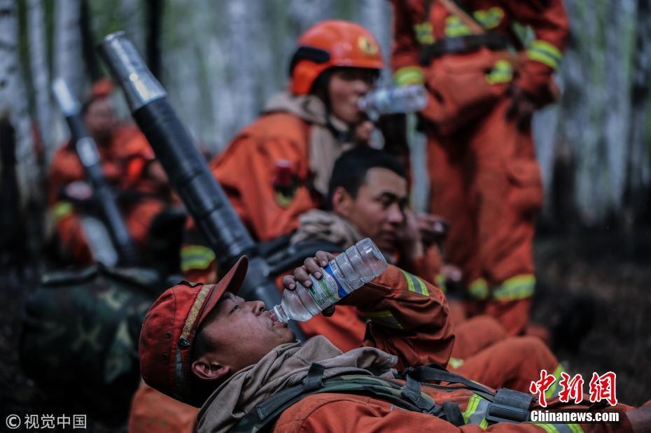 穿越火线不畏艰险 致敬森林消防员!