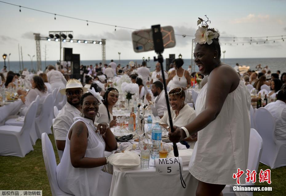 """古巴哈瓦那举办首届""""白色晚宴"""" 约500人参加"""