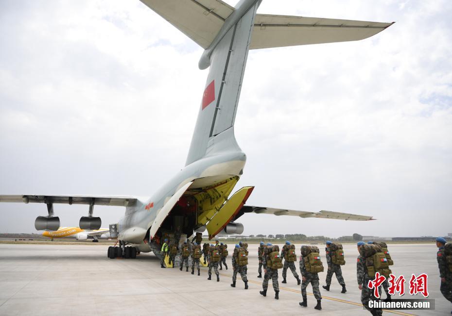 中国第七批赴马里维和部队第一梯队出征
