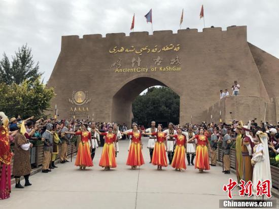 喀什古城盛大入城仪式:热情迎接八方游客
