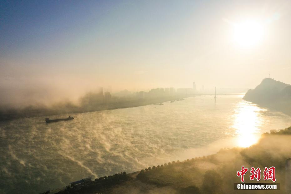 湖北宜昌现云海 雾气升腾如仙境