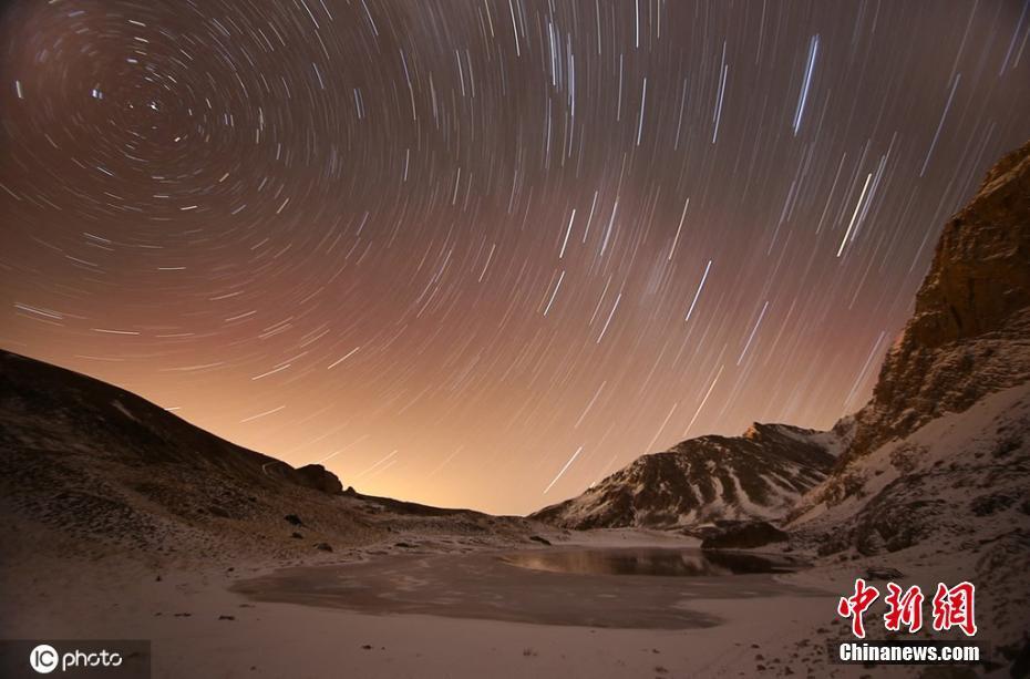 土耳其博尔卡山上的冰川湖 星光闪烁美若画卷