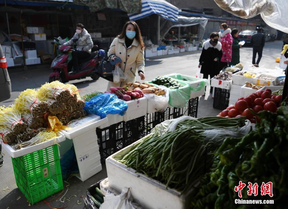 兰州多家菜市场开始正常营业:新鲜蔬菜一应俱全