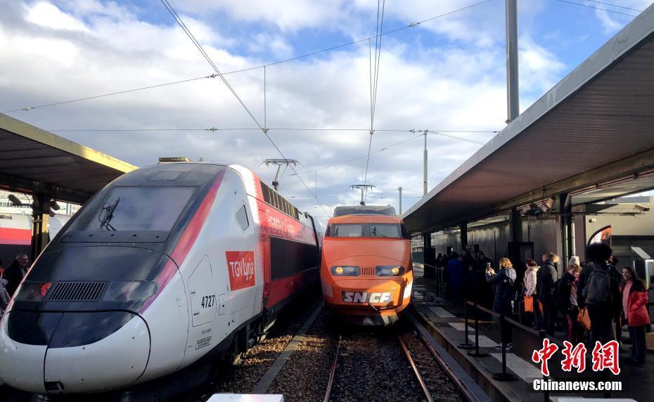 法國第一列高鐵列車光榮退役告別民眾