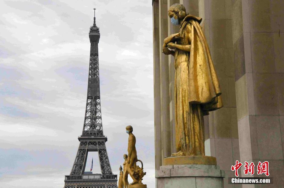 """法国""""解封""""在即 巴黎景点雕塑被戴上口罩"""