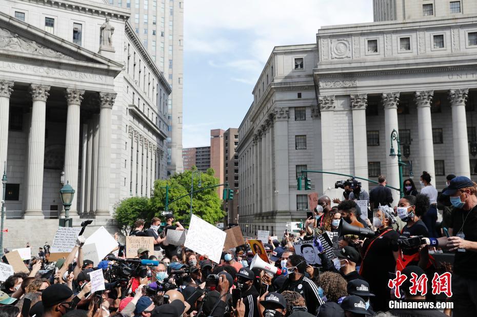纽约民众抗议明州非裔男子遭警察暴力执法致死