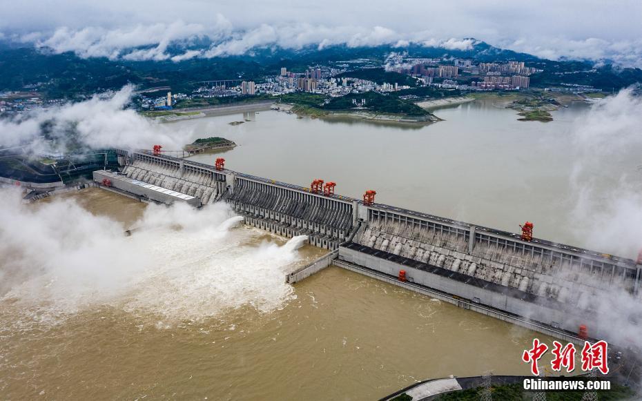 三峽大壩2020年首次削峰泄洪