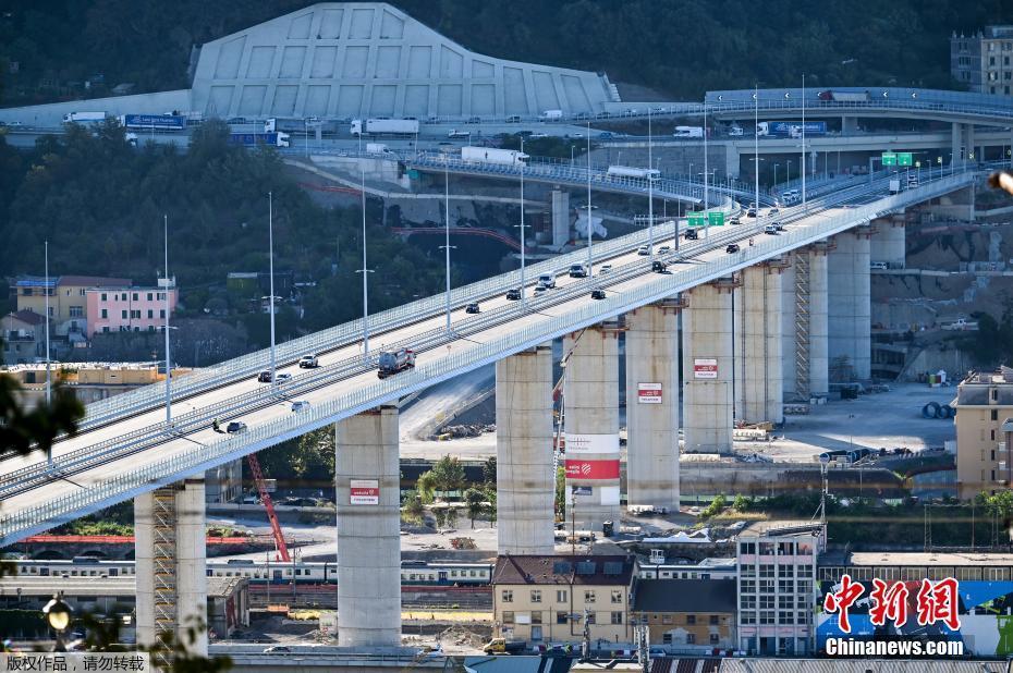 意大利新热那亚大桥通车