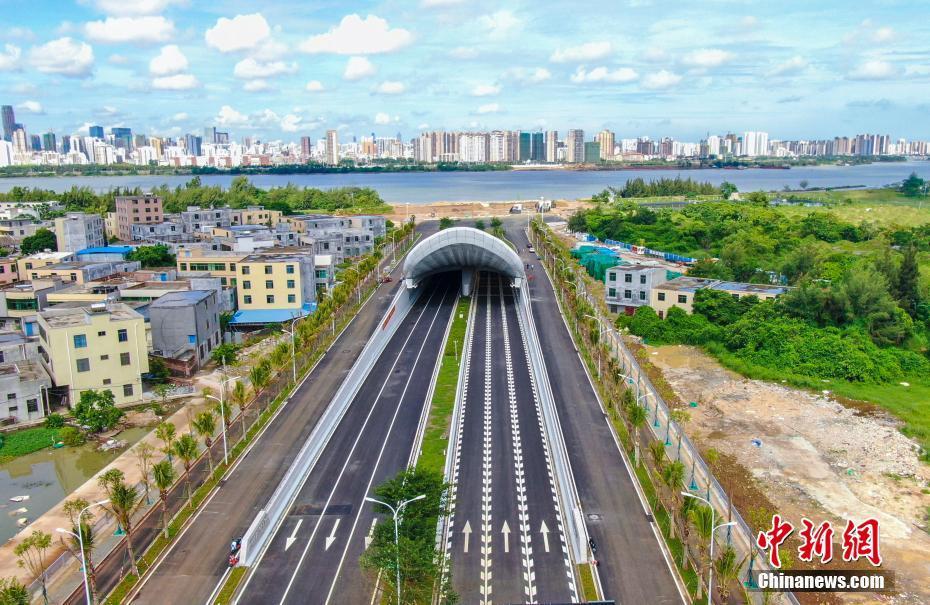 海南首条过江城市道路隧道通车