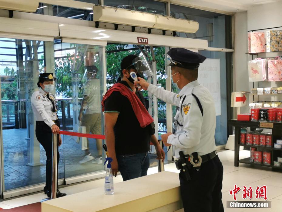 马尼拉要求市民进入商场戴口罩加面罩