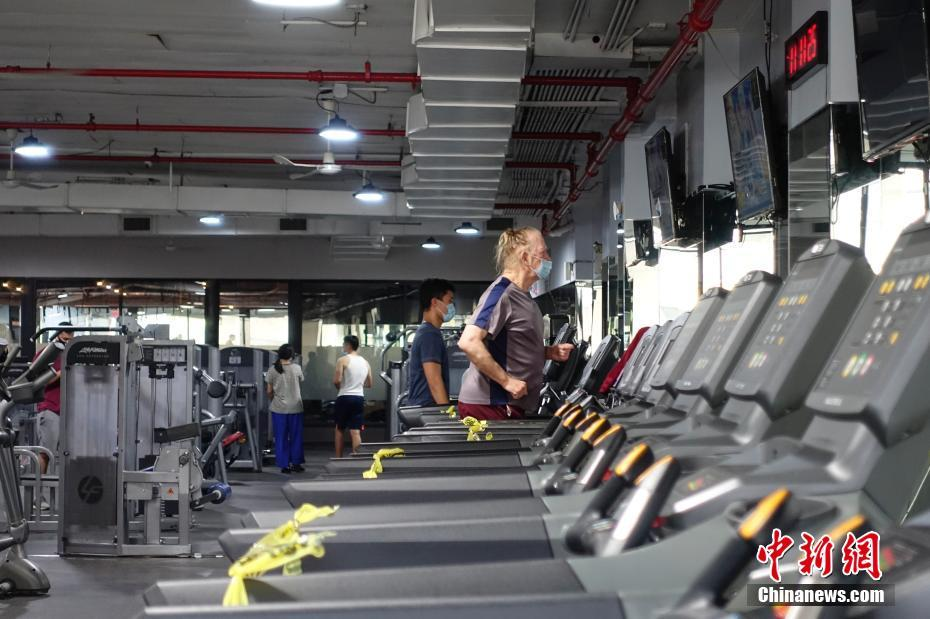 美国纽约市健身房重新开放