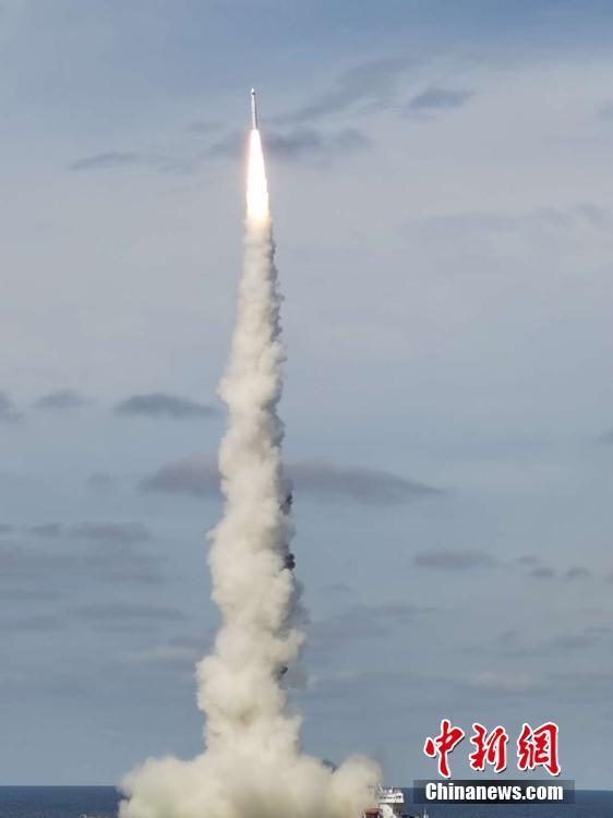 """一箭九星 中国在黄海海域成功发射""""吉林一号""""高分03-1组卫星"""
