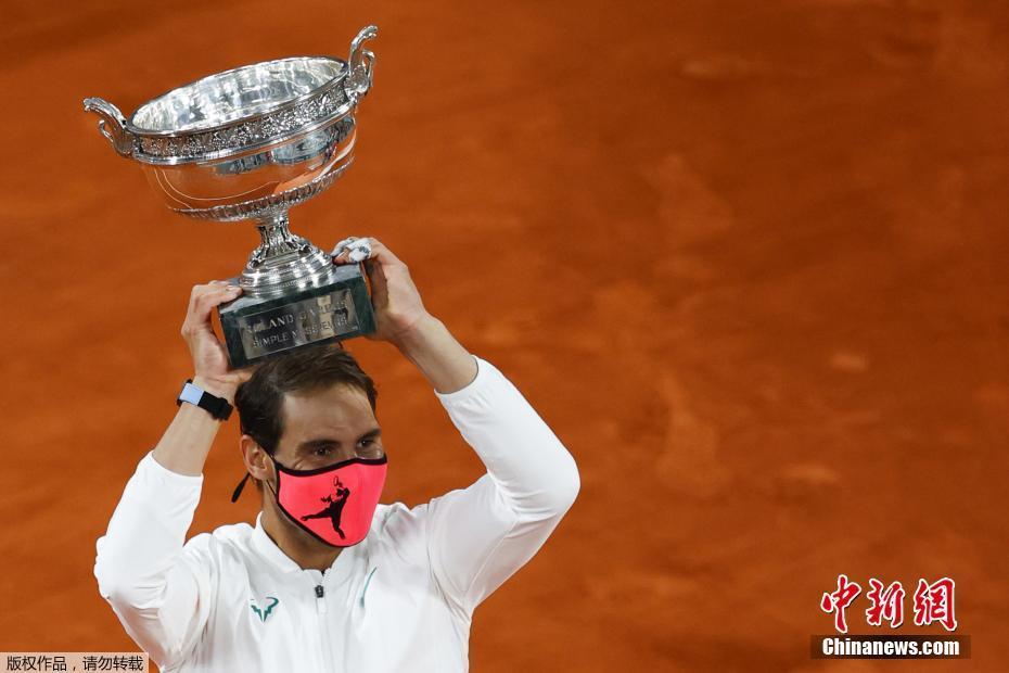 纳达尔加冕法网13冠王 夺大满贯第20冠追平费德勒