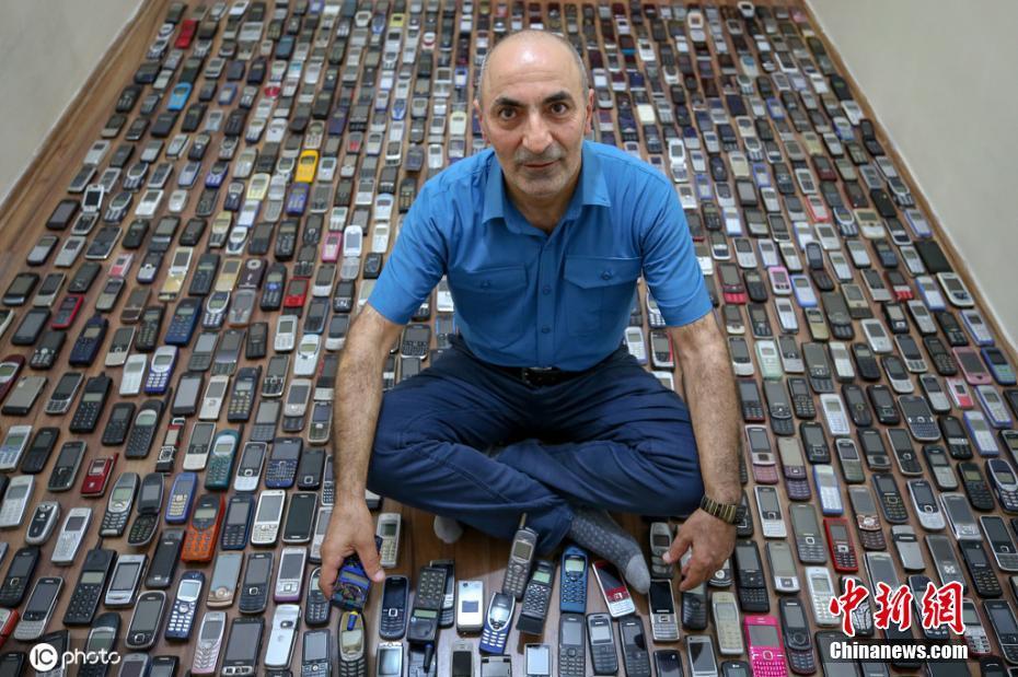 土耳其男子熱衷收藏手機20多年 1000多部手機擺滿房間密密麻麻