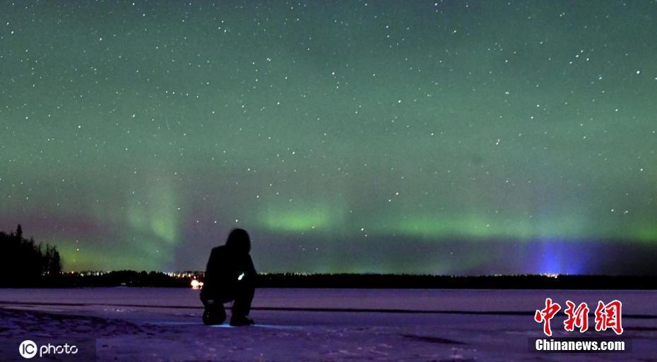 芬兰基蒂莱北极光照亮夜空 如梦似幻