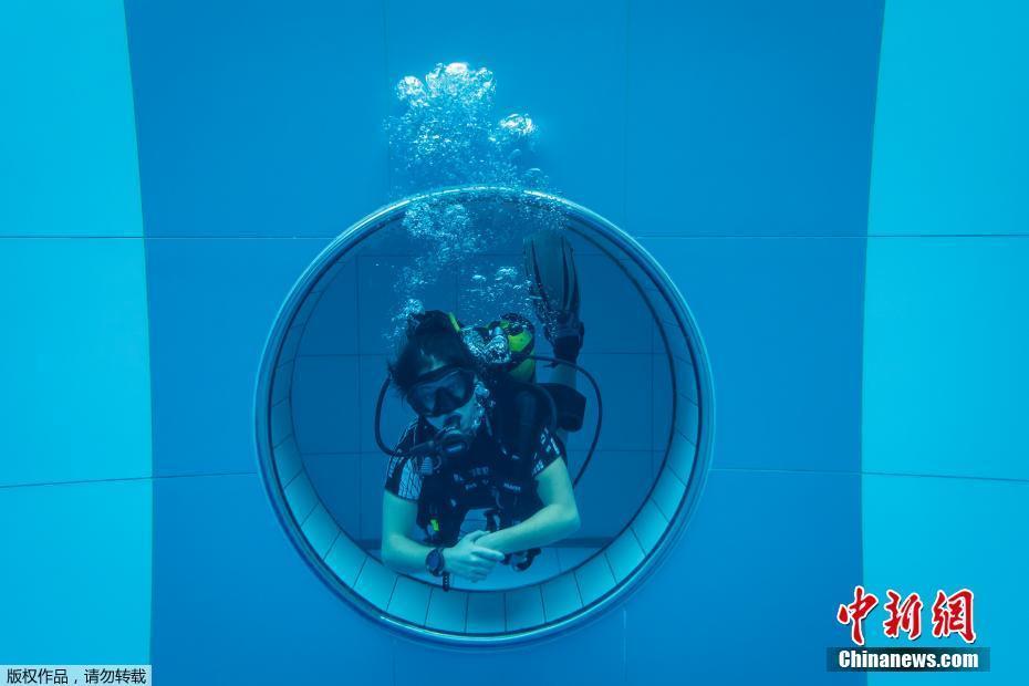 世界最深潜水泳池在波兰开幕 水深45.5米