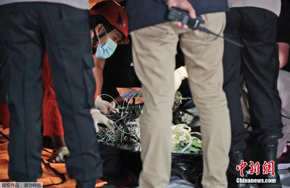 印尼坠毁客机部分残骸被找到
