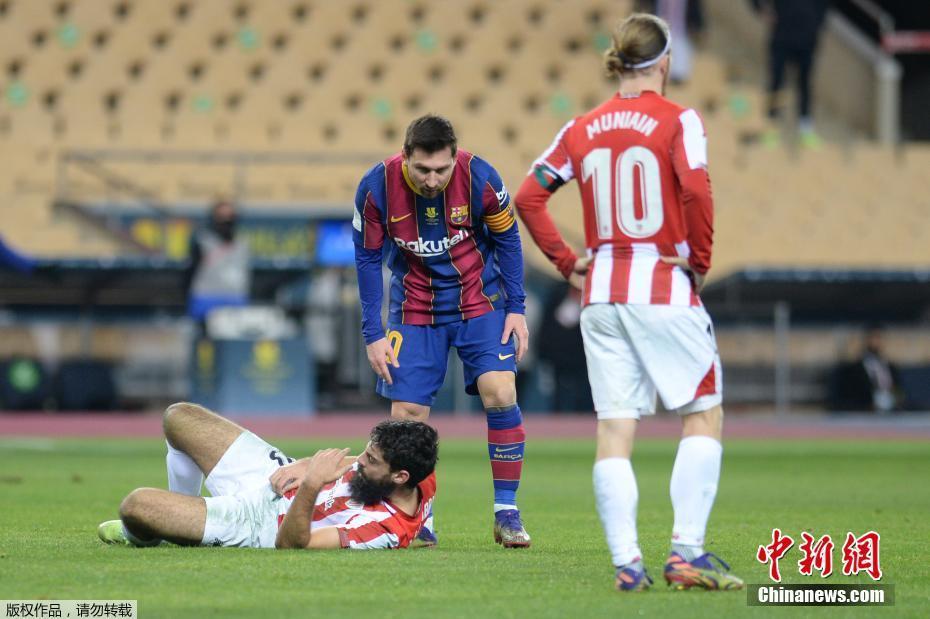 梅西击打对方球员 领到巴萨生涯首张红牌