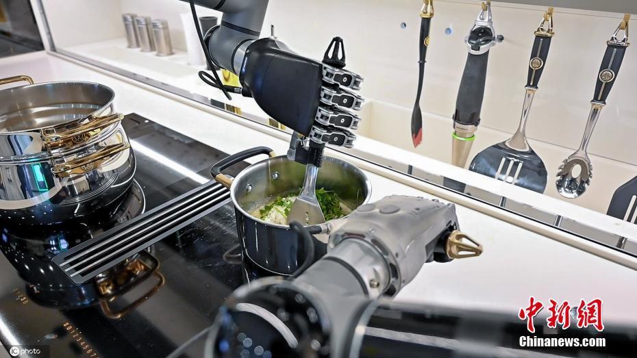 吃货福音 全球首个机器人厨房来了做饭洗碗全包办