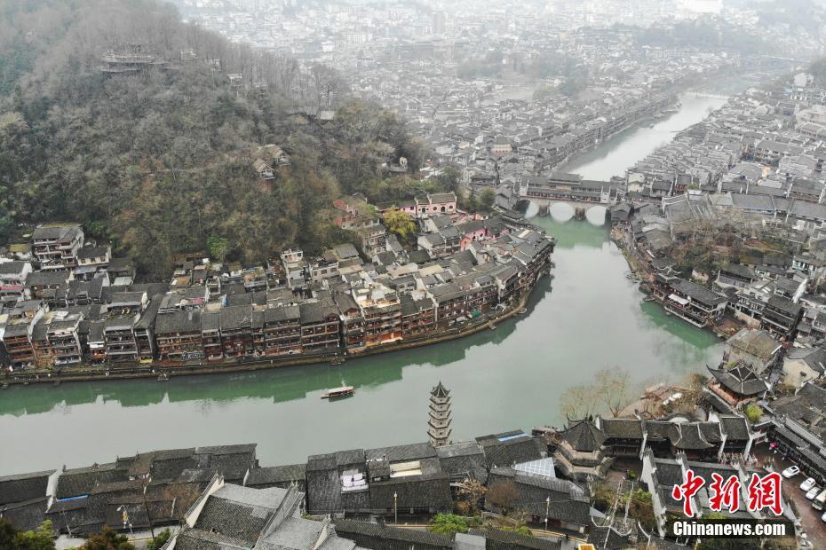 """湘西凤凰——那座沱江穿过的""""中国最美丽的小城"""""""