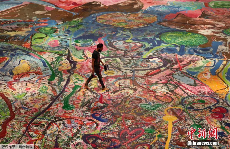 面积近4个篮球场 世界最大油画拍出6200万美元