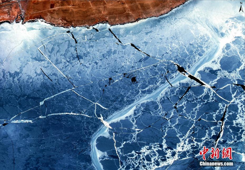 """卫星图像观察青海湖:""""高原蓝宝石""""开裂现大量浮冰"""
