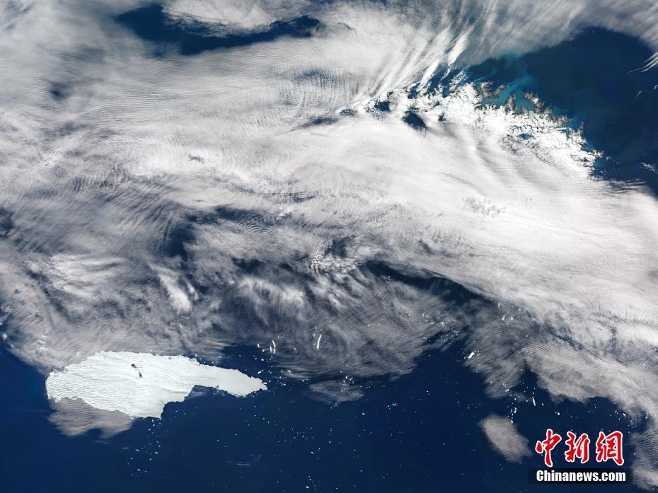 """""""世界最大冰山""""解体 覆盖面积近6000平方公里"""