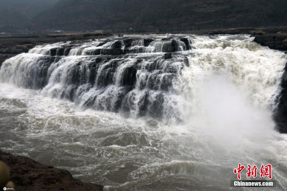 黄河壶口瀑布水量大增 20米高瀑布气势磅礴