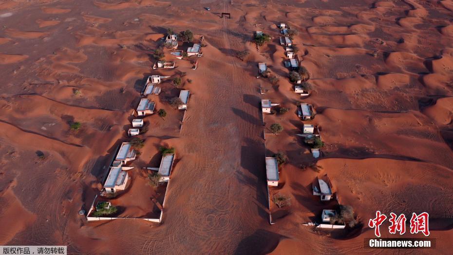 """航拍阿联酋沙漠""""无人小镇"""" 仿佛置身火星表面"""