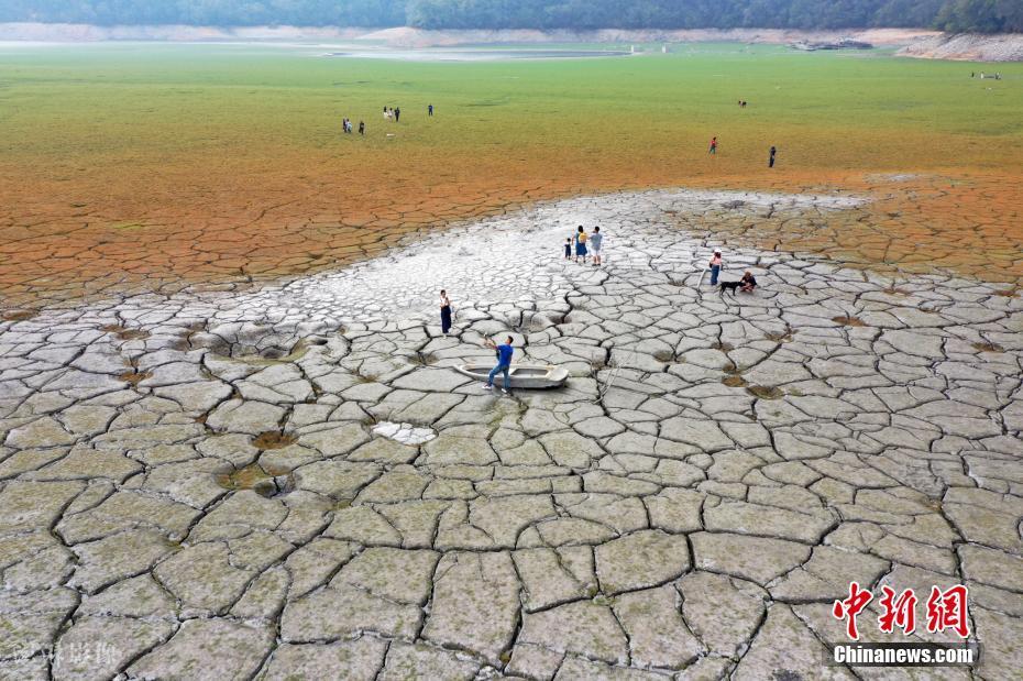 台湾旱情持续 日月潭见底露出大片干裂土地