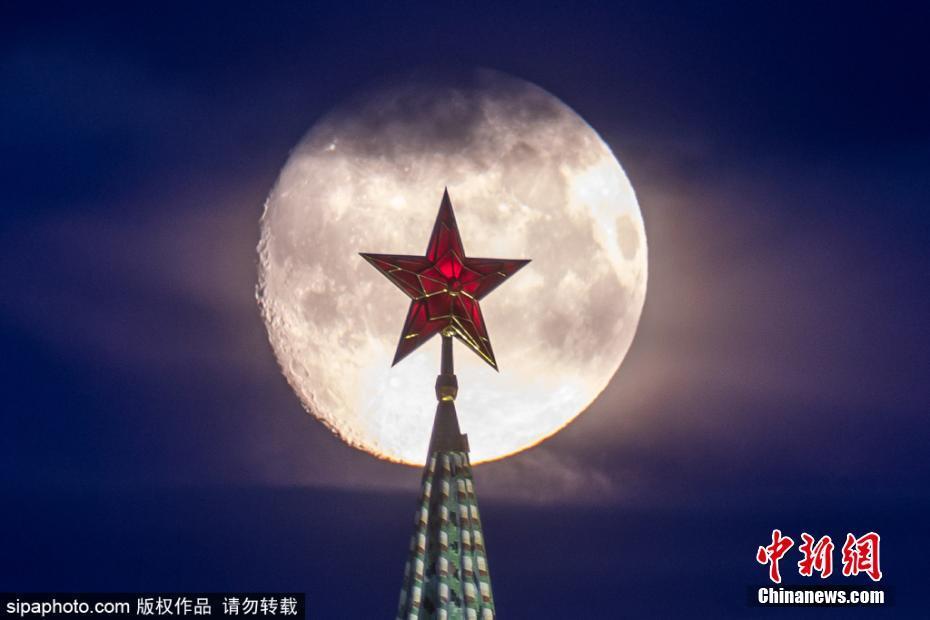 俄罗斯莫斯科圆月高挂 城市夜景精美迷人