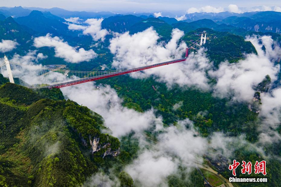 湖南湘西:航拍矮寨大桥景观 壮丽云海入画来