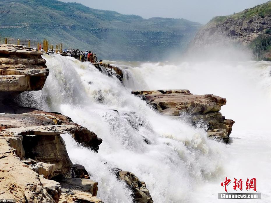 初夏时节黄河壶口瀑布流量大增 波涛汹涌气势磅礴