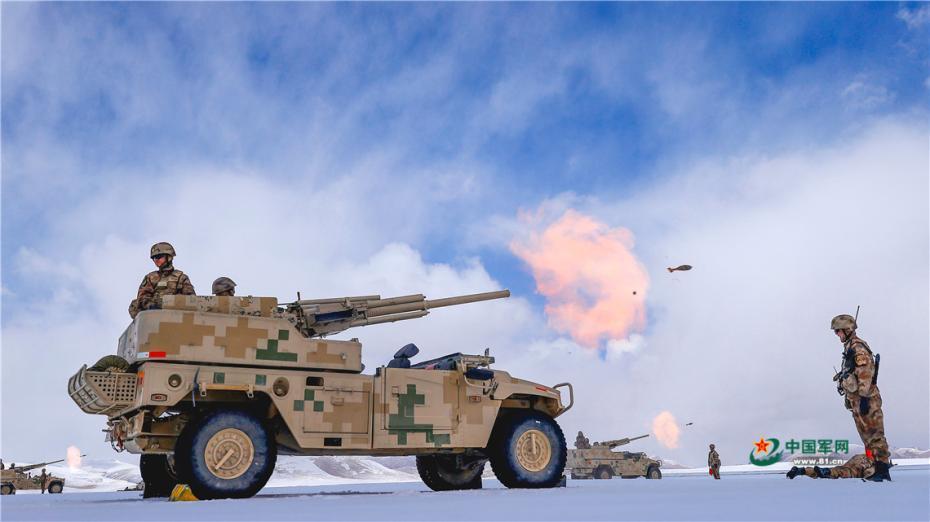 海拔5500米礪兵 新疆軍區某團高原火炮實彈射擊炮聲隆