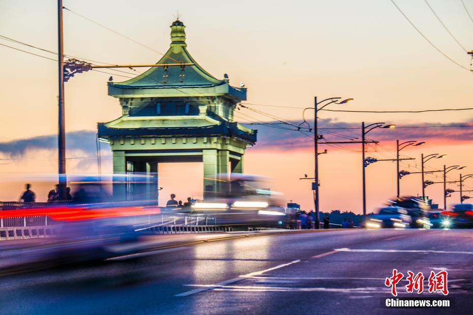 晚霞映照武汉长江大桥