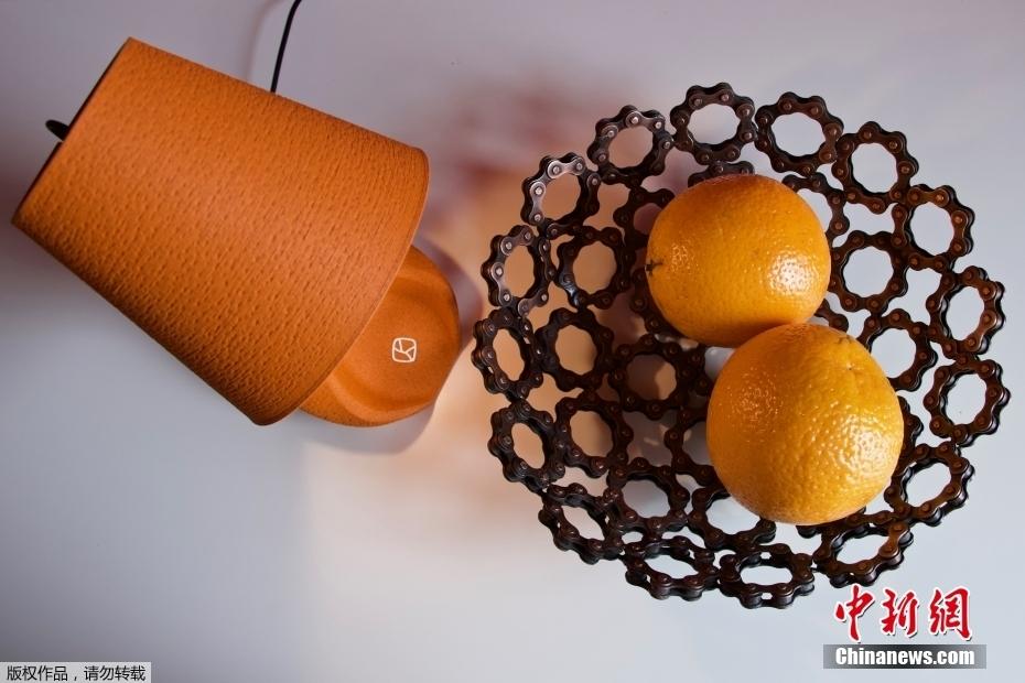 意大利米兰设计师用橘子皮制作3D打印台灯