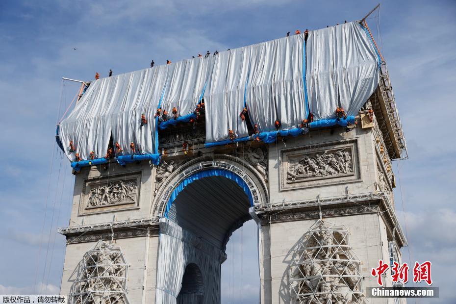 """法国凯旋门穿上""""外套"""" 著名大地艺术家遗作将呈现"""