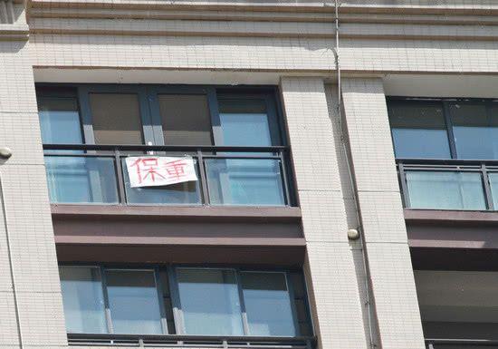 武汉市民阳台红被送别北京协和医疗队,346支驰援医疗队全撤离