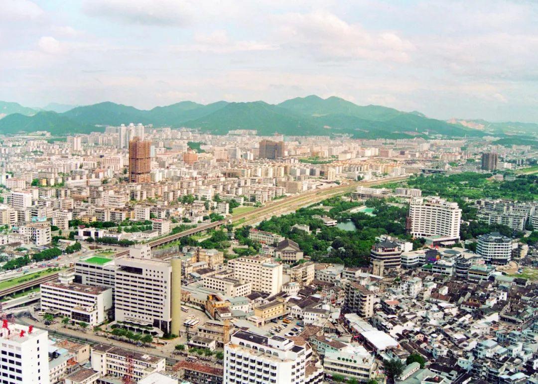 从一个渔村变成国际大都市 他们用镜头记录深圳40年变迁