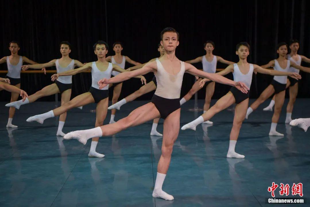 贫困乡下的芭蕾舞苗子:初衷是就业,梦想是当主演