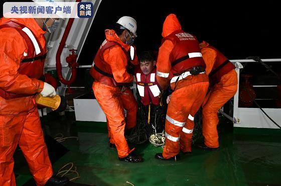长江口两船碰撞一船进水沉没 10人获救1人遇难5人失踪