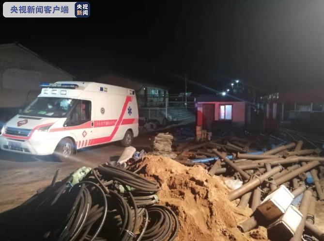 黑龙江七台河鹿山煤矿矿震第一名被困人员升井