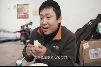 Vlogger in Wuhan captures stories of ordinary heroes