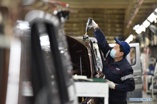 A worker operates at the factory of Chang'an Automobile in Dingzhou, north China's Hebei Province, Feb. 16, 2020. Companies in Dingzhou resumed production with epidemic prevention measures during the outbreak of the novel coronavirus. (Xinhua/Zhu Xudong)
