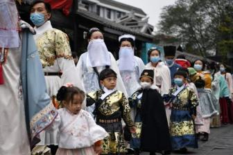 Traditional Chinese clothing turning heads
